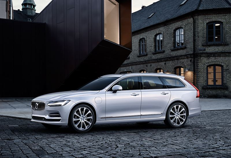 Volvo-V90-T8-MY17-Crystal-White-Pearl-Seitenansicht-P2015_1021